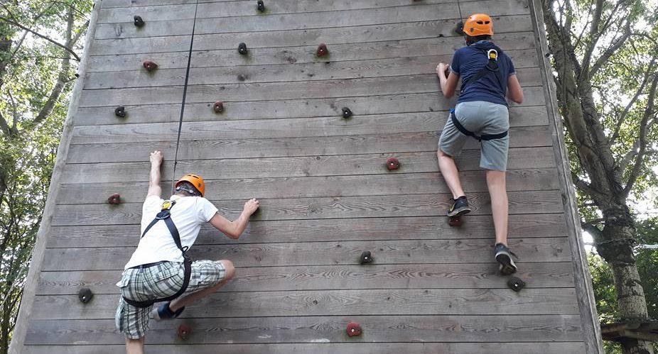 Scouts Scouting Columbus op klimwand